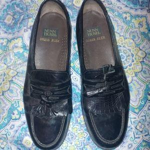 Nunn Bush. Dress flex shoes.
